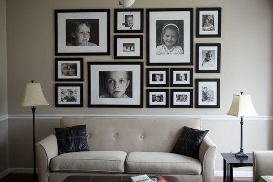 Familienfotos-an-die-Wand-wohnzimmer-schwarz-weiß Ideen für eine - bilder wohnzimmer schwarz weiss