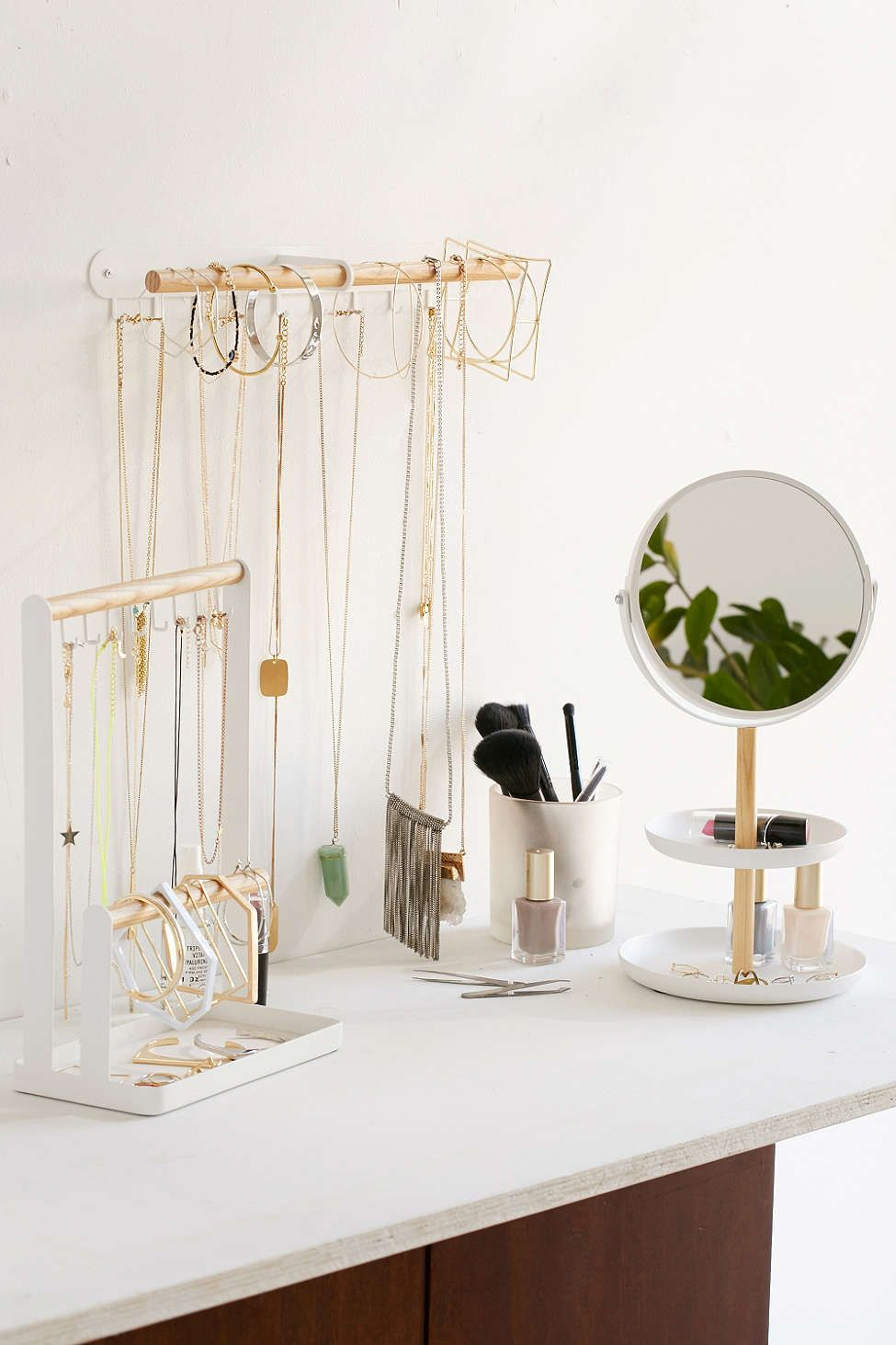 Minimal Hanging Jewelry Stand Bedroom dressers Dresser and Bedrooms