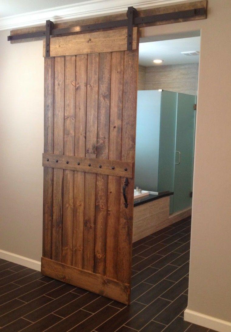 Puertas correderas de madera para el cuarto de ba o for Puertas de madera interiores rusticas