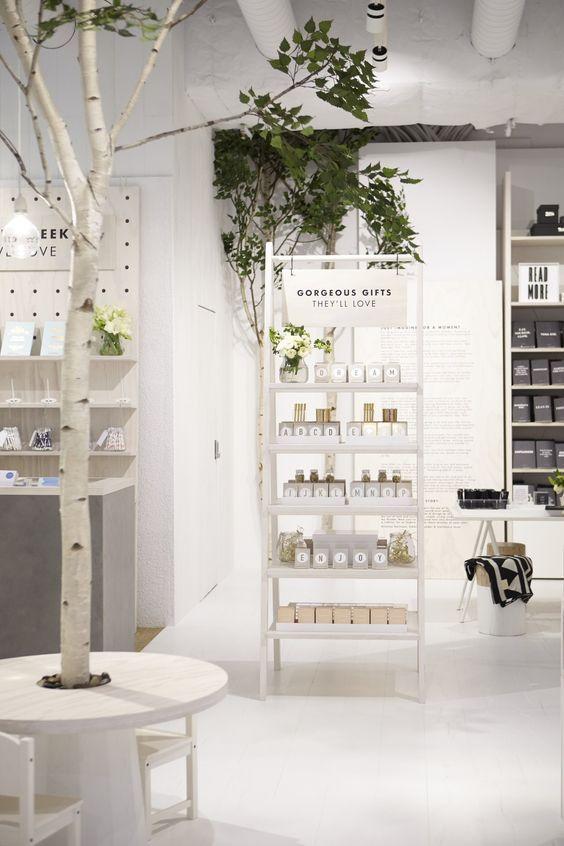 Pin De Camille Pleuven Em Boutique Display Ideas Interiores Comerciais Interior De Lojas Decoracao