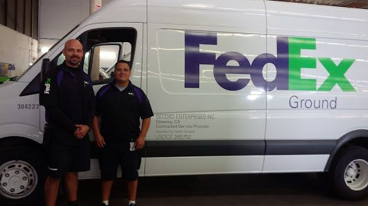 Fedex Ground Delivery Vehicle With Drivers Fedex Express