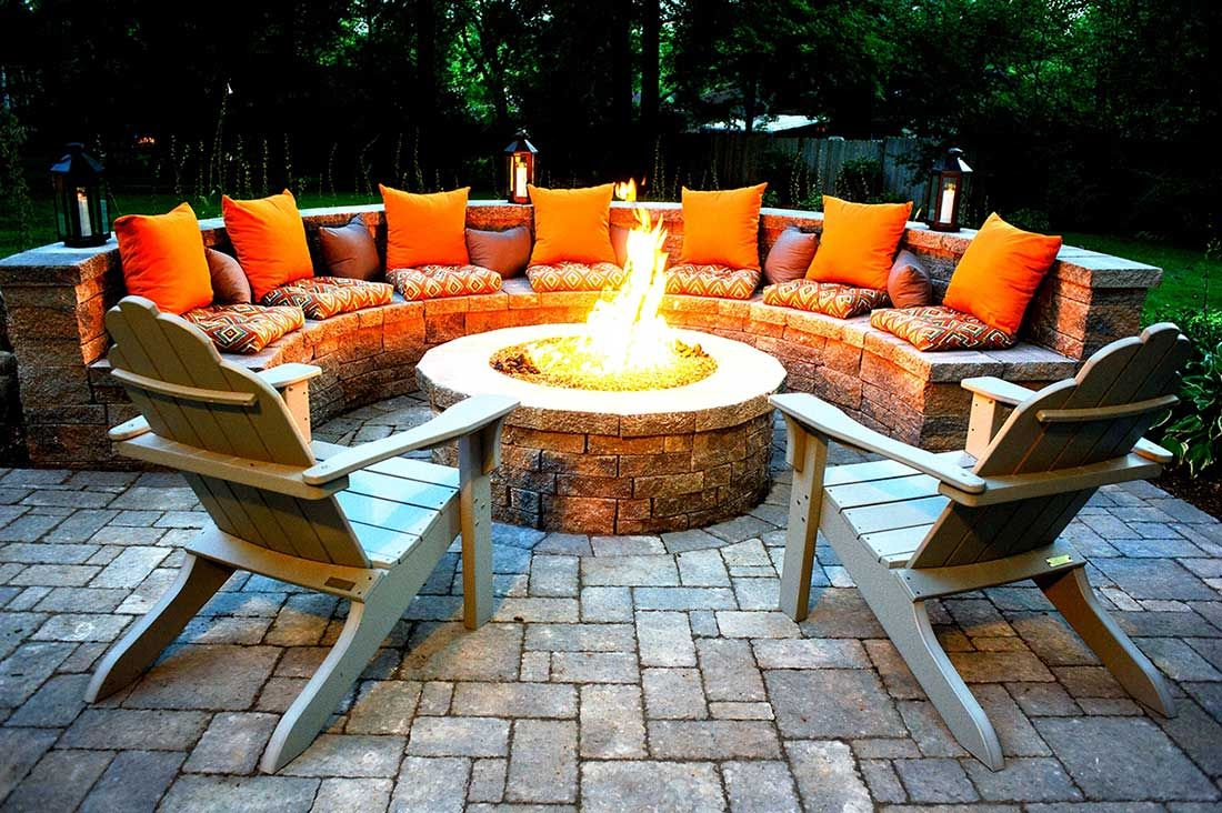 Diy Rounded Fire Pit Idea Surrounded By Built In Stone Seating Unit And Wooden Outdoor Fire Pit Designs Fire Pit Seating Backyard Fire Patio table with fire pit built in