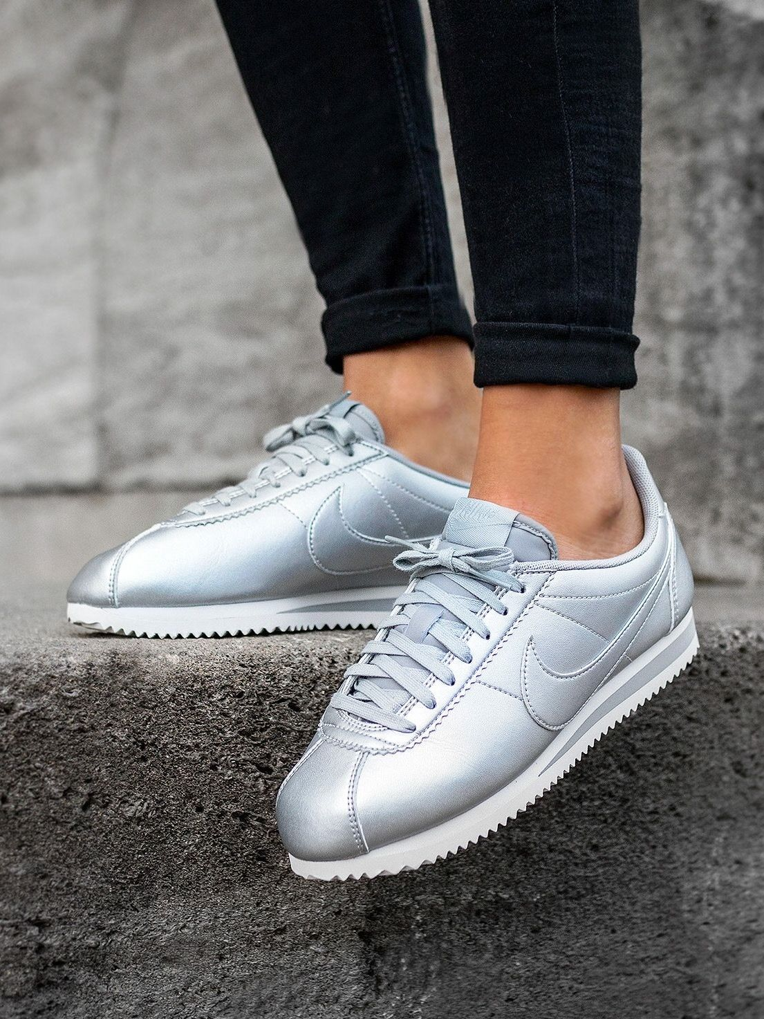 nike cortez silver m o d e pinterest chaussures femmes basket femme et chaussure. Black Bedroom Furniture Sets. Home Design Ideas