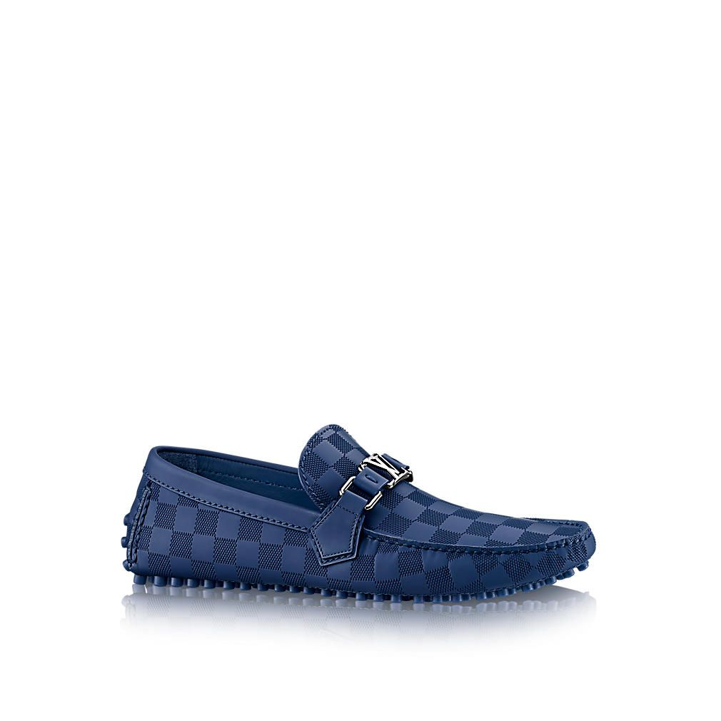 Discover Louis Vuitton Hockenheim Car Shoe: This stylish shoe in Damier embossed mat calf leather with its hand-stitched vamp and ultra-supple outsole marries iconic style with exceptional comfort.