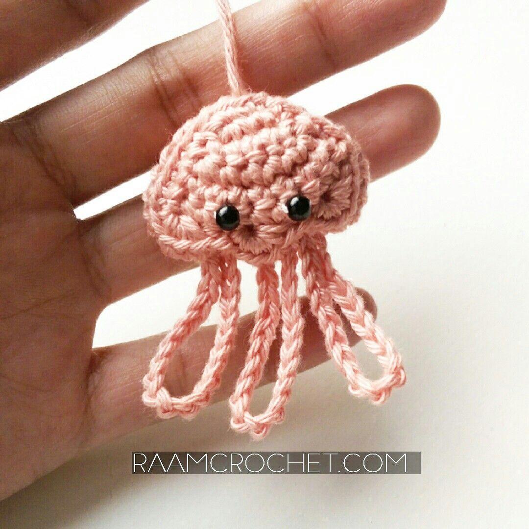 دمية قنديل البحر من كتاب كروشيه عالم البحار والذي سيتم نشره قريبا إن شاء الله سجلي في القائمة البريدية للحصول على كافة الت Crochet Crochet Toys Girl Gifts