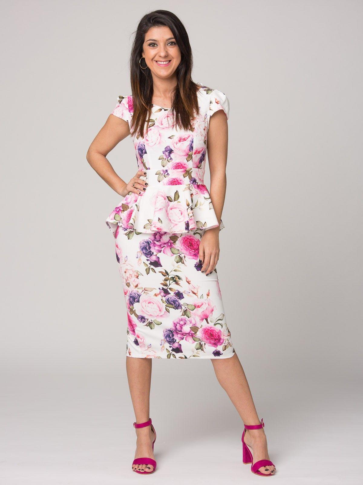 f42496cfccb Vestido Catalina - Vestido en color blanco con estampado en flores. Cuello  redondo. Manga