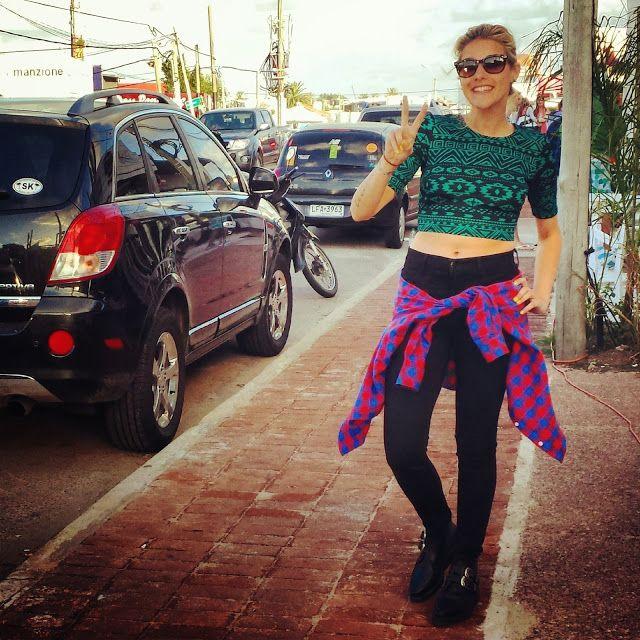 JBrand jean, con Underground boots, Camisa de franela Joyrich y top H &M, un look un tanto rocker para un paseo por La Barra.