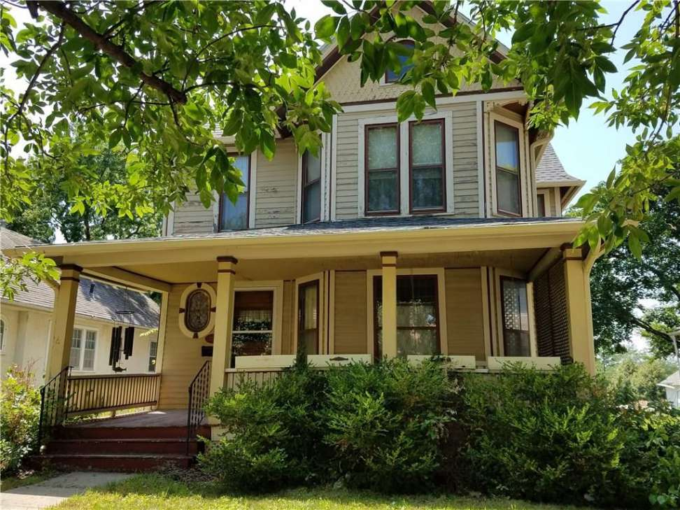 1888 Queen Anne Perry Ia 169 000 Old House Dreams Queen