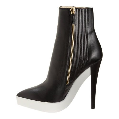 Ankle boot com plataforma branca e faux leather, by Stella McCartney.