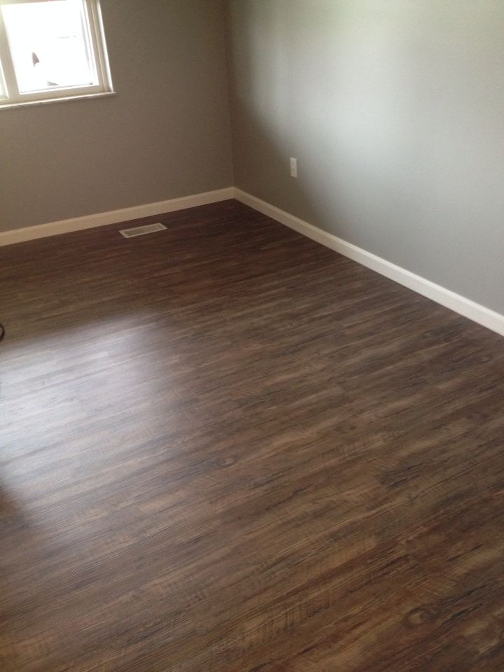 Lumber Liquidators Tranquility 3mm Rustic Reclaimed Oak Vinyl Plank Click Floating Flooring Just Put This In My Living Room And Love It 1 29 Sq Ft