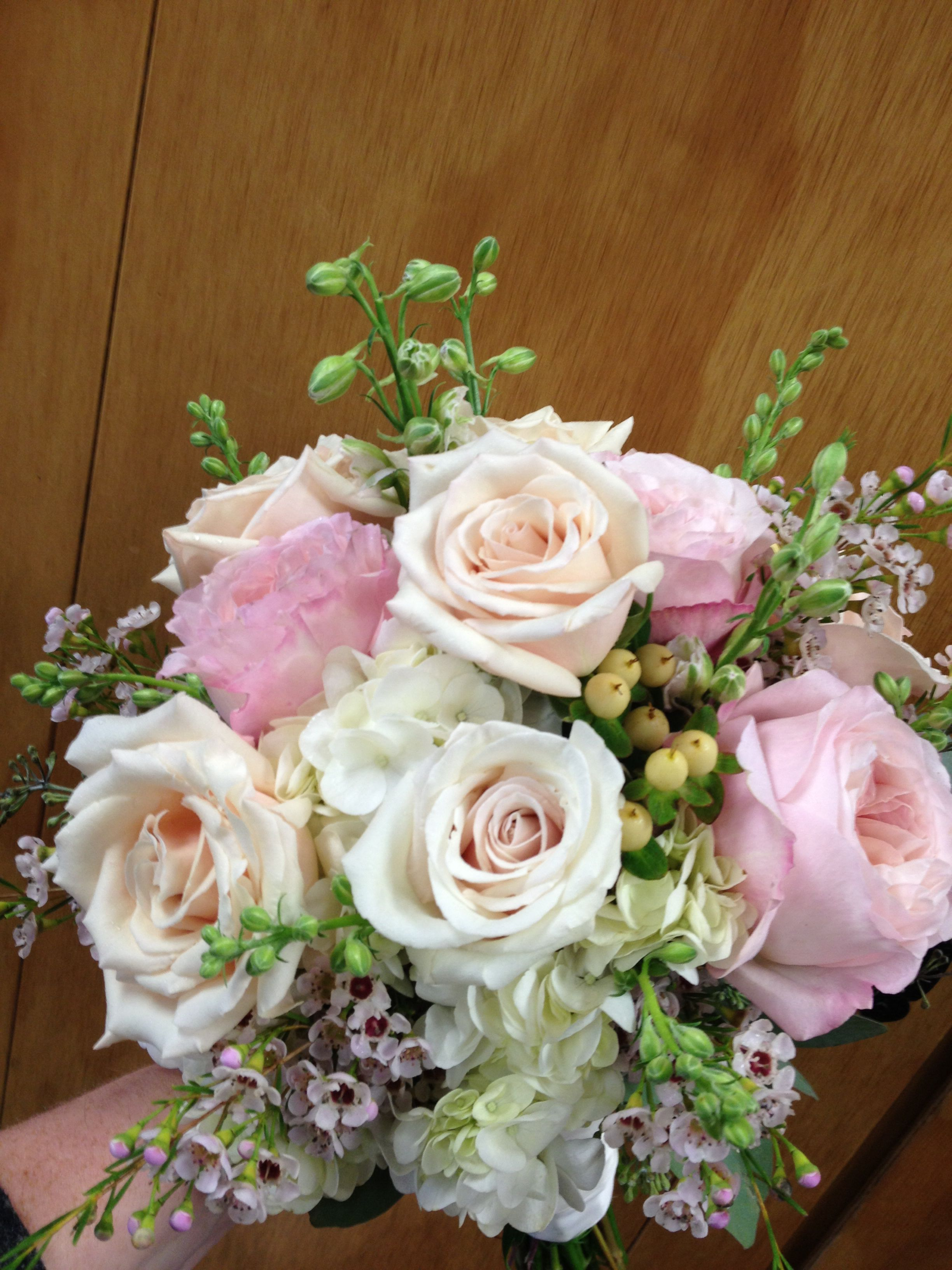 bridal bouquet in blush pink garden roses, champagne roses, white