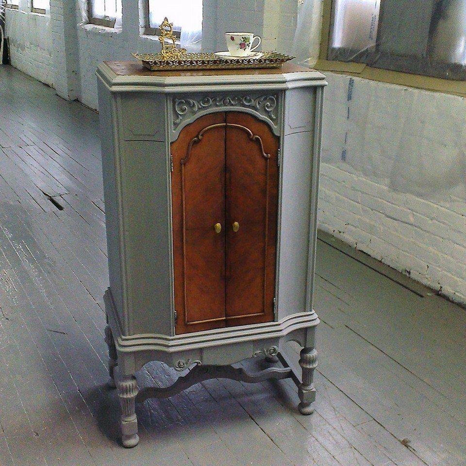 armoire antique en bois rehauss la peinture la craie et fini bois remit neuf cr ation. Black Bedroom Furniture Sets. Home Design Ideas