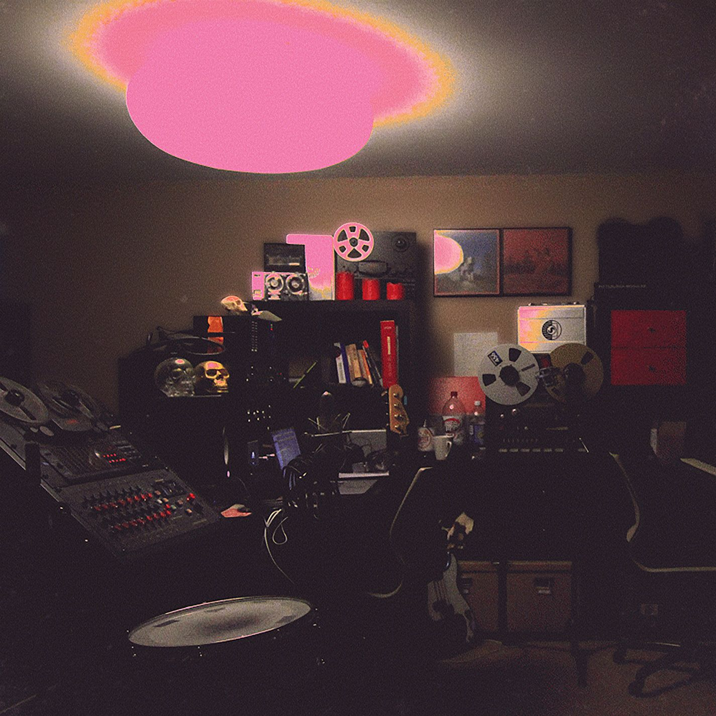 Unknown Mortal Orchestra - Multi-Love (2015) - this is like a true eargasm! So rich, so sweet and funky and still the UMO lo-fi sound is present <3 definitely the best album I've heard this year so far. I am happy to see that there are still some bands that try to create original, quality and melodic sounds <3