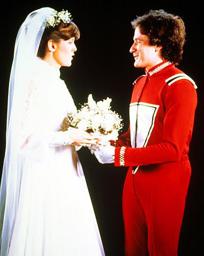 Mork And Mindy S Mcconnell Robin Williams Finally Married His Beloved Pam Dawber On October 15th 1981 Chose A Covered Up Gown