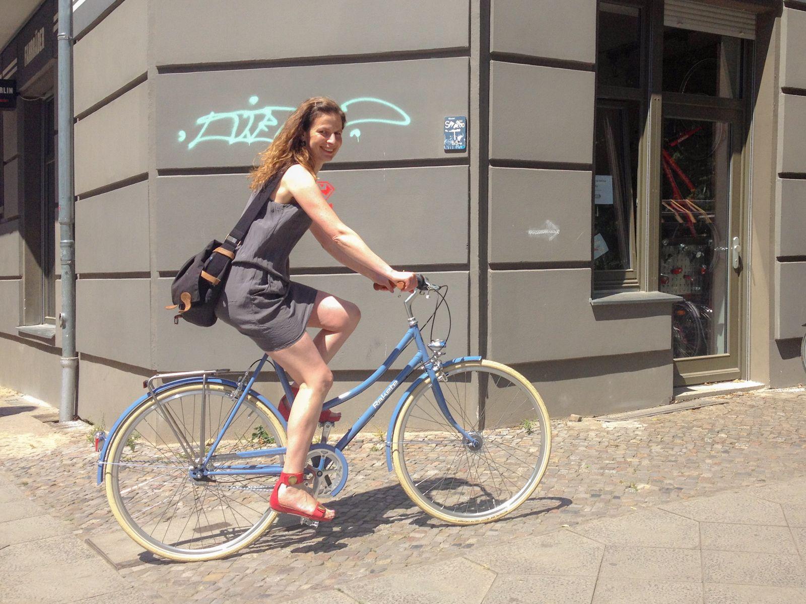 Pin Auf Bicycle Girl