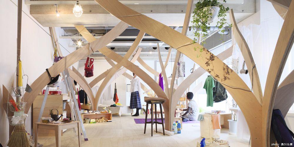 La Foresta in una stanza. E' un progetto realizzato dal duo giapponese Naruse+Inokuma Architects qualche anno fa. Alla base c'è una freschezza d'idee e una visione innovativa sulle possibilità che ancora si schiudono nell'interior design. Molto vicina al mio modo di pensare una casa e le sue stanze.