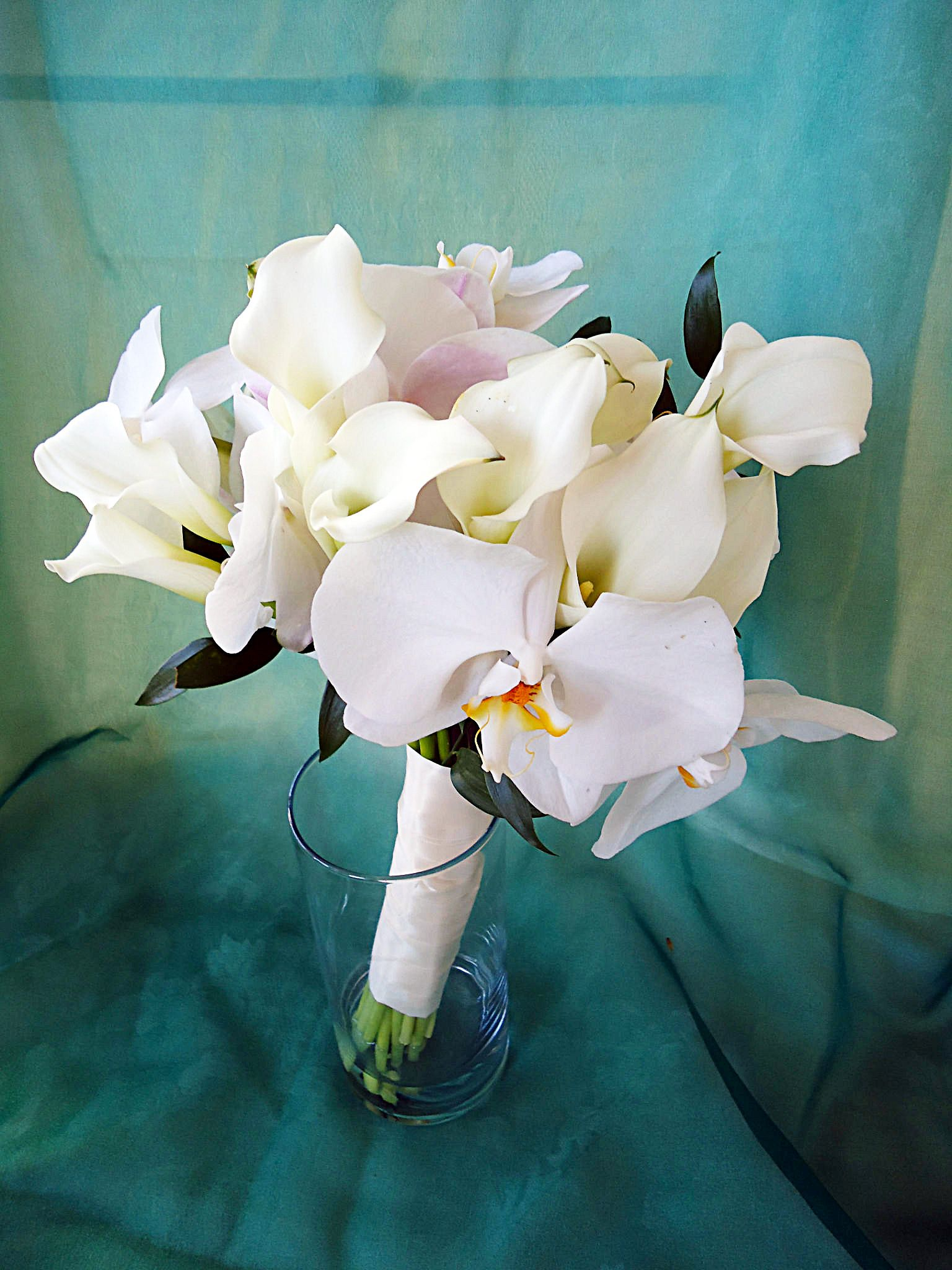 Phalaenopsis white orchids and calla lilies four seasons flowers phalaenopsis white orchids and calla lilies four seasons flowers izmirmasajfo