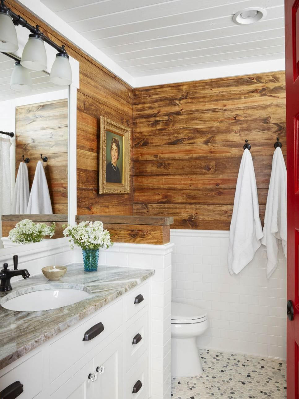 Cabin inside bathroom - Hgtv Magazine Takes You Inside A Lake House That Pairs Rustic Touches With Modern Decor