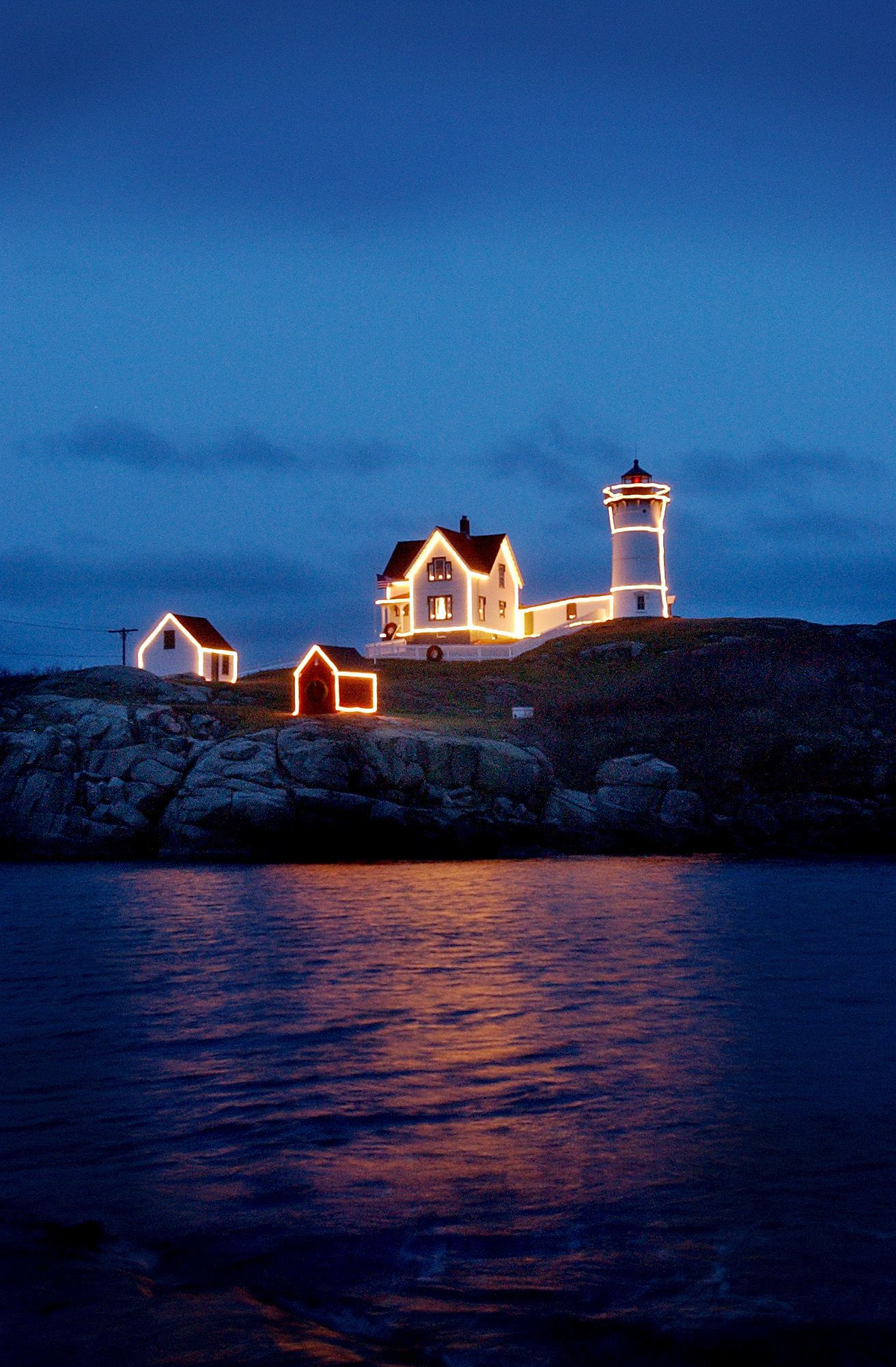 Lighting of the Nubble Lighthouse Christmas Event, York Beach, Maine ...