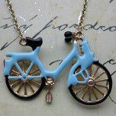 Vaaleansininen polkupyöräkaulakoru 25€ #polkupyöräkaulakoru #fillarikaulassa #fillari #biker