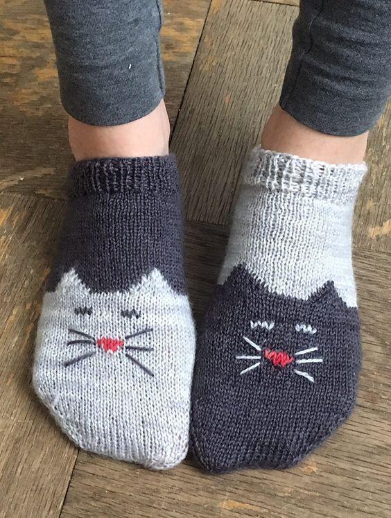 Free Knitting Pattern For Yinyang Kitty Socks Toe Up Ankle Socks
