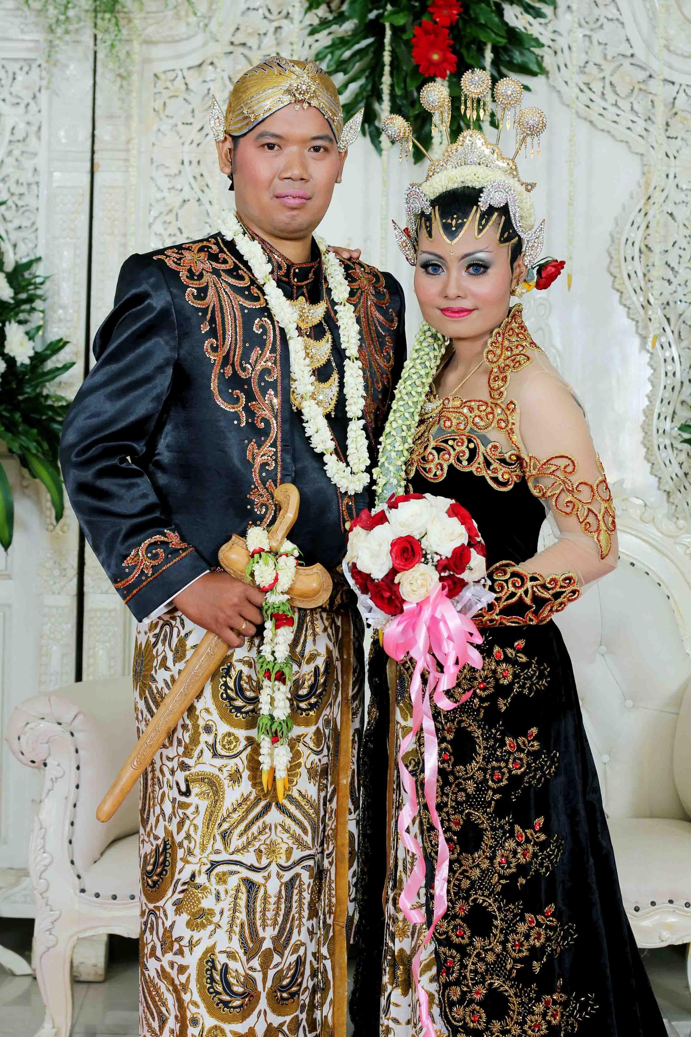 gaun pengantin adat jawa  Gaun pengantin, Pengantin, Gaun