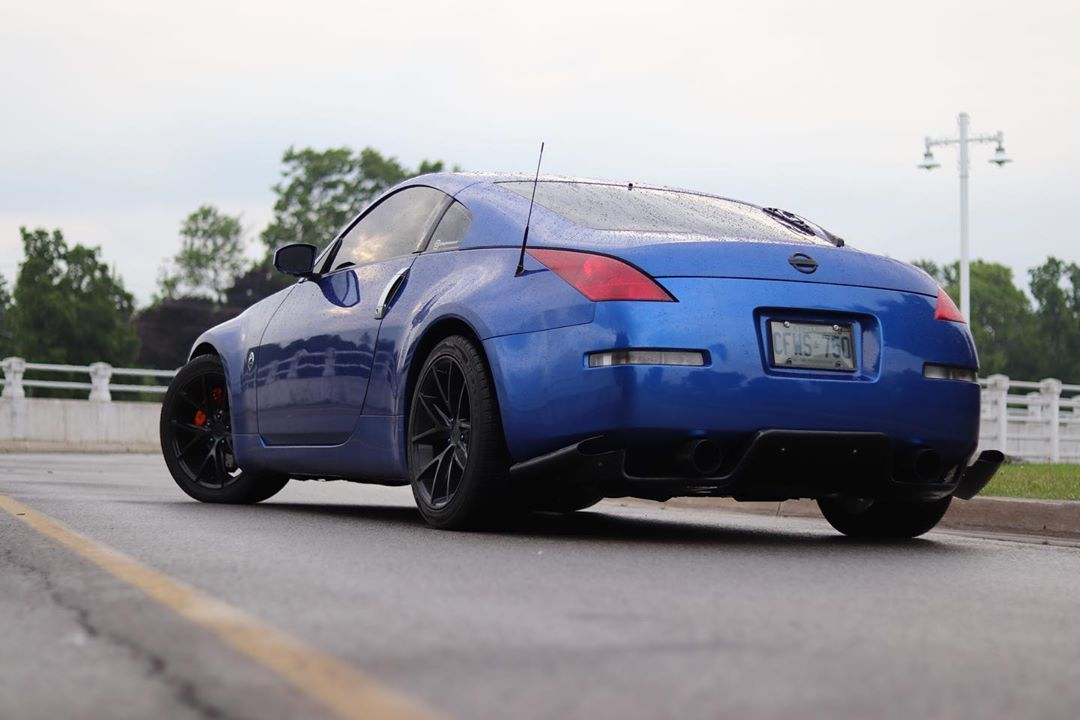 Look back at it 🍑👀🥵 __________________ #thatbluebastard #nissan #nissancanada #350z #nissan350z #350znation #z33 #z33nation #fairladyz #fairlady #vqnorth #vqfamily #vqnation #vq #vq35de #ontariozcar #zfest #toronto #brembo #blue #zociety #sportscar #car #photography #boostcreeps