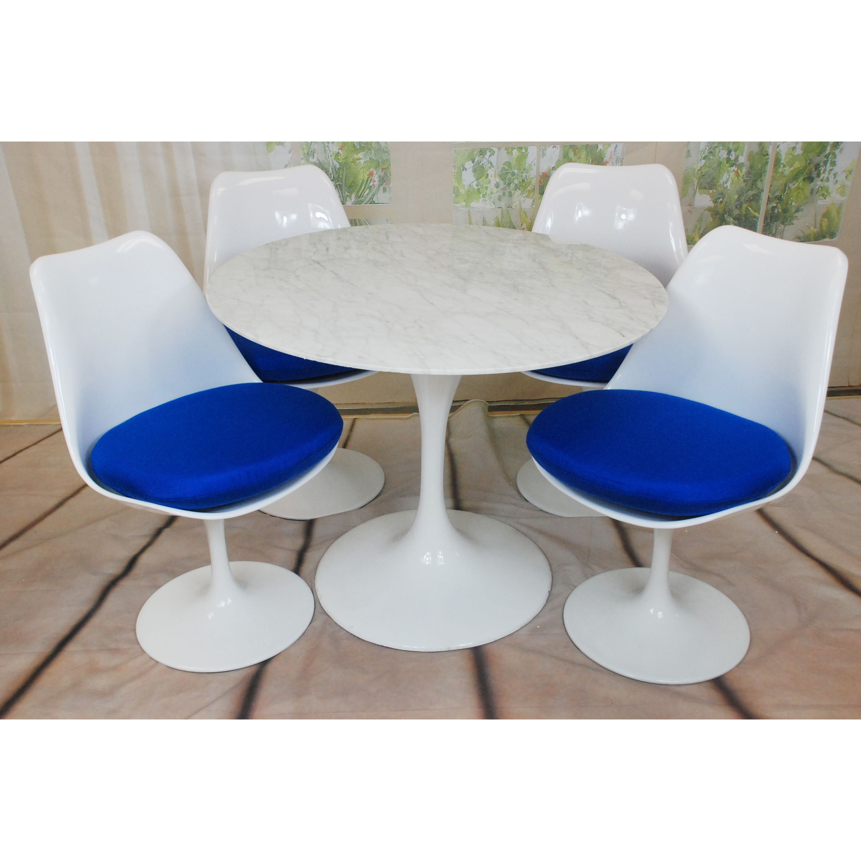 Mod Made Lily Natural Marble 5-piece Dining Set ((1) Marble Table and (4) Blue Cushion Chairs), Size 5-Piece Sets