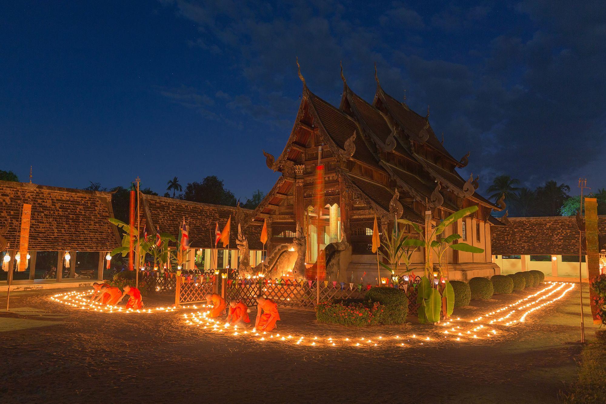 Yi Peng Festival at Wat Ton Kwen, Chiang Mai, Thailand by ANUJAK JAIMOOK on 500px