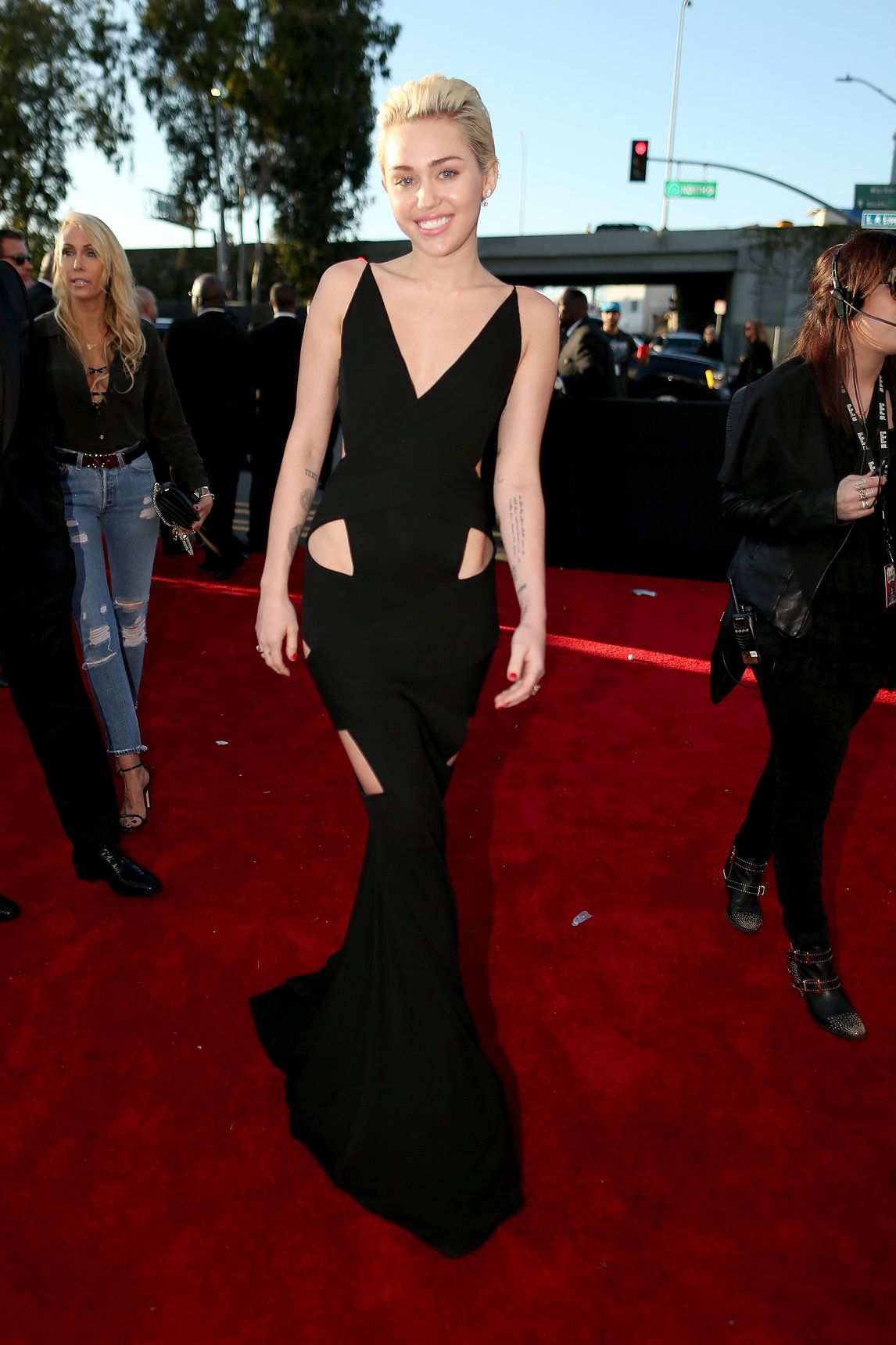 Miley Cyrus Alfombra Roja Grammys 2015 Fashionlive From The Red Carpet Red