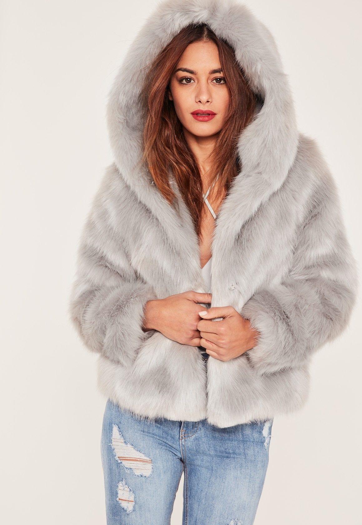 7a5b8dff968 Missguided - Manteau en fausse fourrure grise à capuche Caroline Receveur