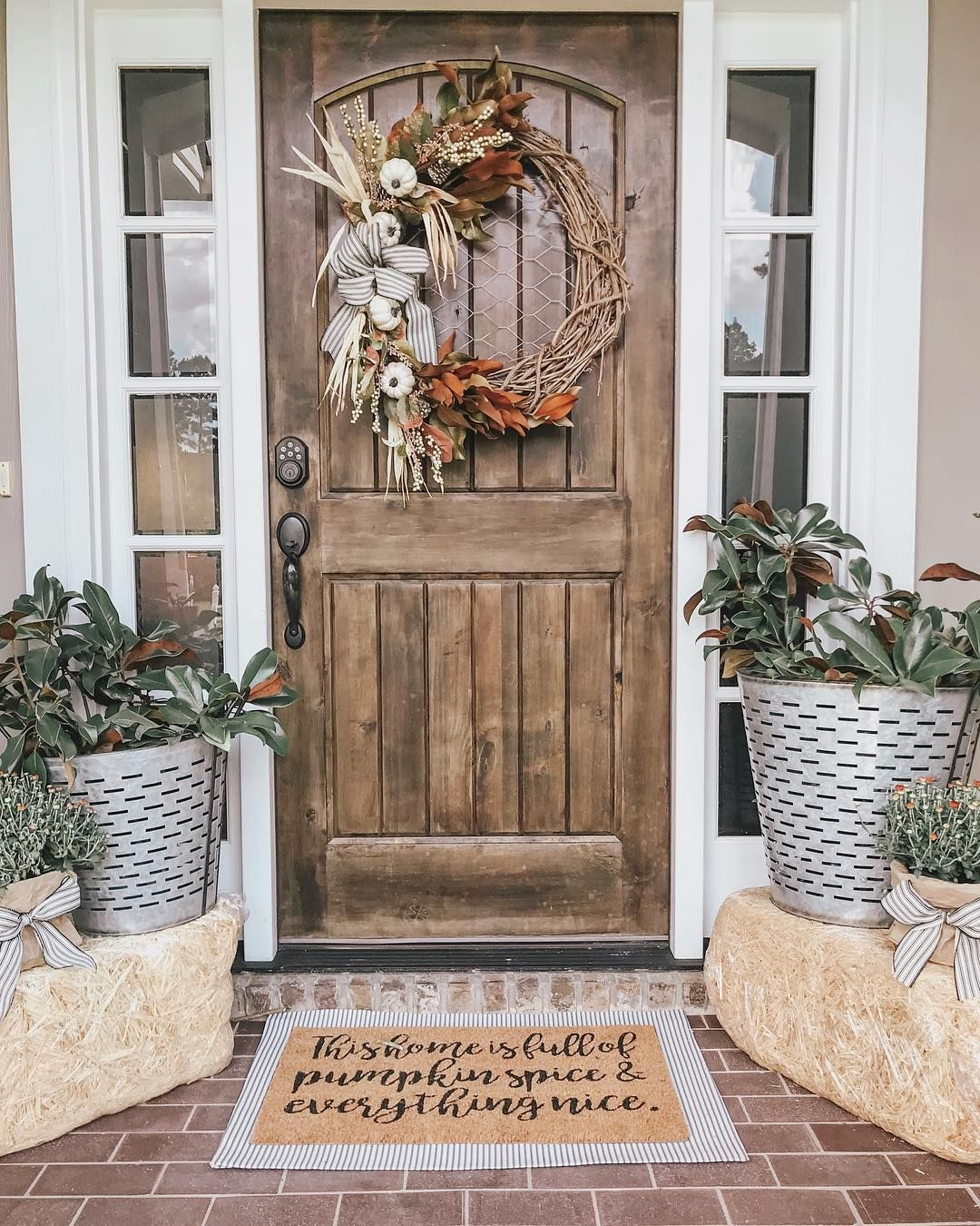 14 of the Most Beautiful Blogger Ideas for a Fall Front Porch #fallfrontporchdecor