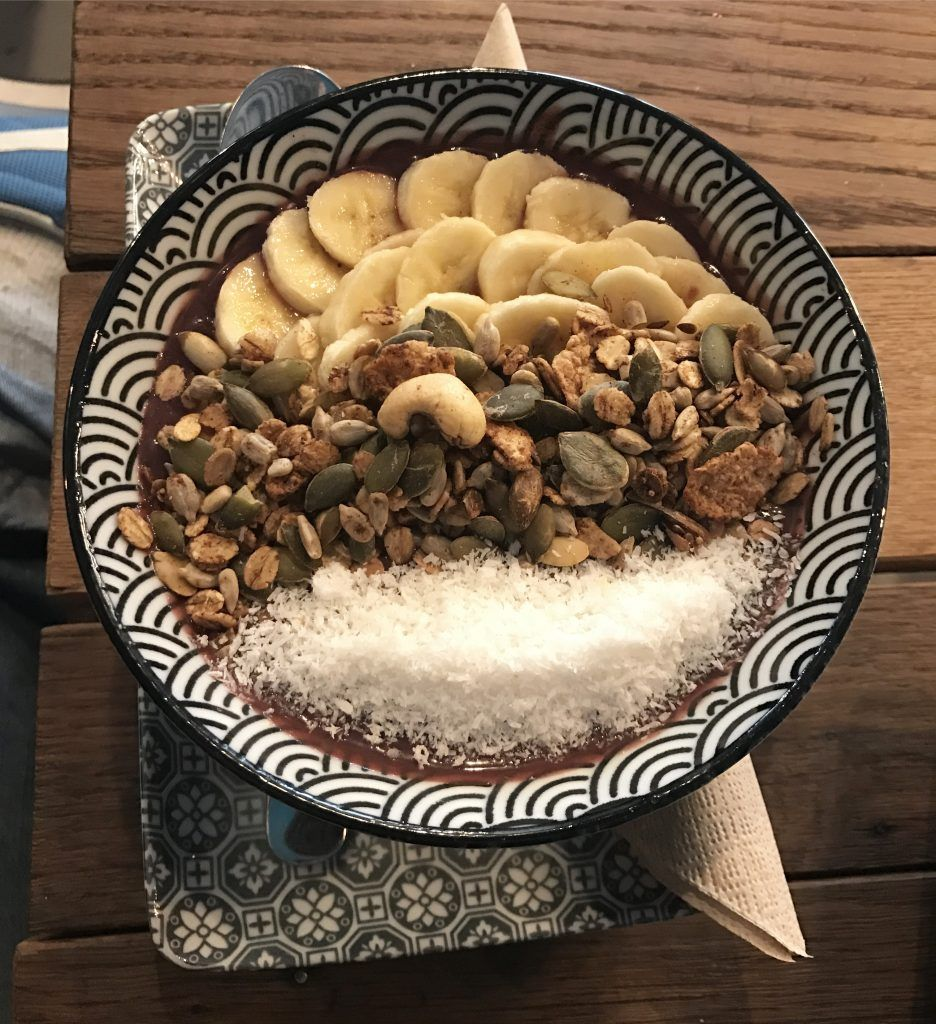Acai Bowl In Koln Superfood Zum Fruhstuck Lebensmittel Essen Cafe Superfood