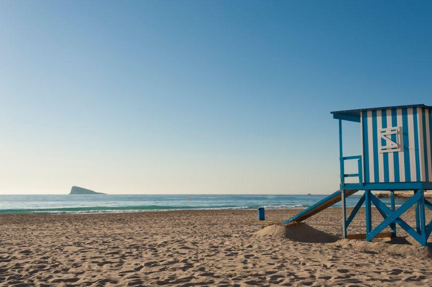 Ist ein super Reiseziel! Benidorm Alicante liegt an der Mittelmeerküste. Es ist ein super Ort zum Shoppen, Badeerlebnisse am Meer & Wässerpärke, spazieren am Mirador & herrliche Ausflüge mit dem Schiff zur Steininsel! I Love Benidorm ;)