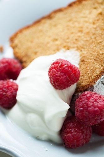 Bundt cake de mazapán & limón by Desirée D., via Flickr