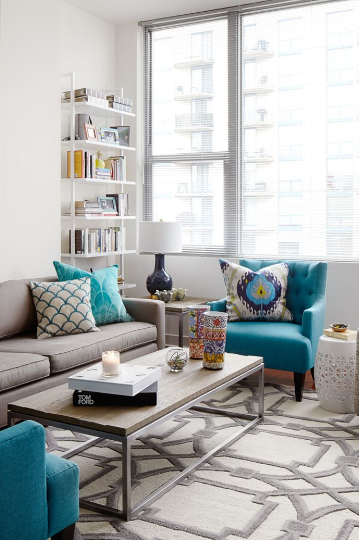 A bold rental friendly redesign in chicago abstract - Sofa azul turquesa ...