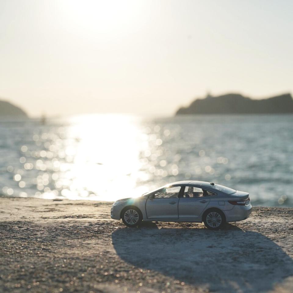 #현대자동차 #그랜저 #다이캐스트 와 함께 하는 #겨울 #해안 #드라이브 어떠세요?  How about driving along the #seashore with #Hyundai_motor #Grandeur ( #Azera ) #diecast in this #winter ?   #motor #car #white #coast #sea #toy #daily #couple #date #현대차 #여행 #힐링 #커플데이트 #추천 #탄도항 #일상 #소소잼