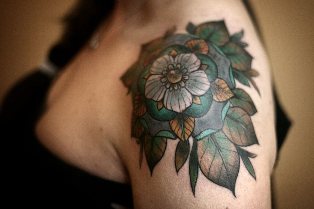 Geometric Tattoos Portland: Tattoos Tattooed Women Shoulder Tattoo Geometric Flower