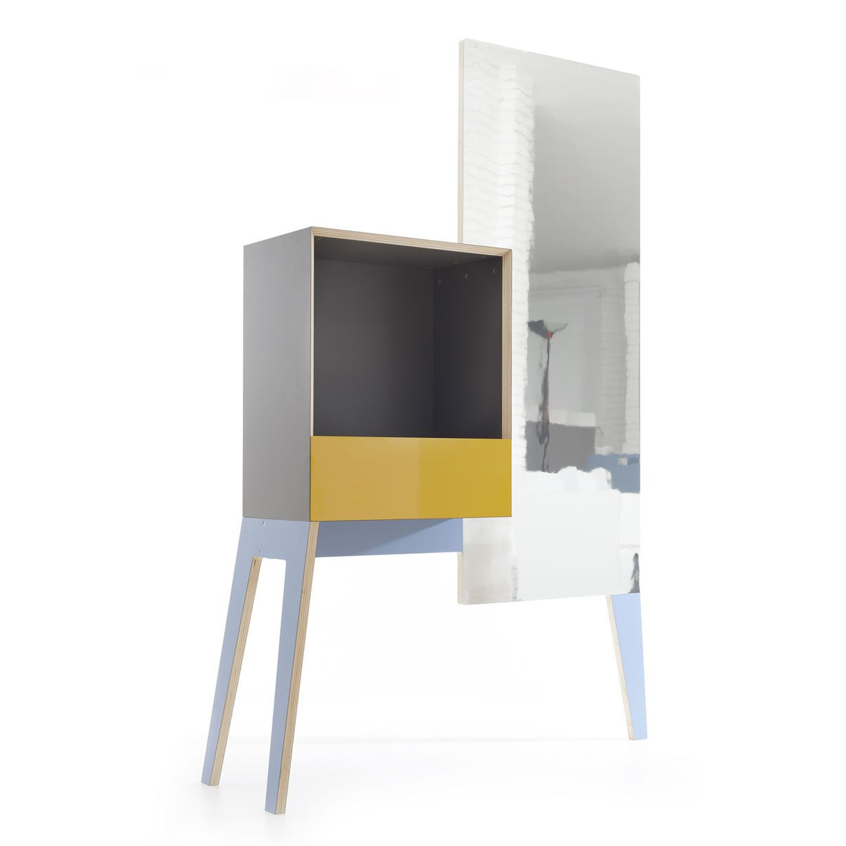 Versatile piece of furniture that can be used at the entrance of your house as coin dish, coat rack or mirror thanks to its features. Through its functions it can also find its place also in other situations like the sleeping area or the bathroom.