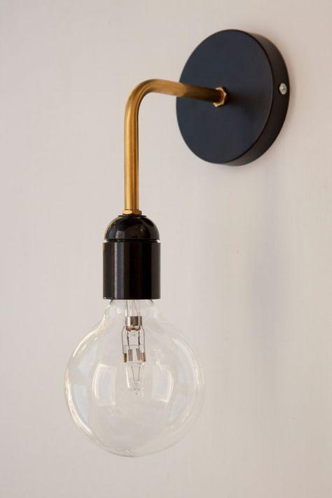 Wandlampe mit schwarzem Bakelit Fassung