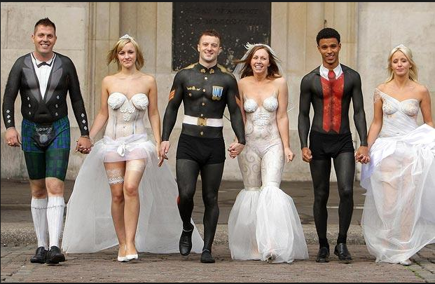 27 Hilariously Bad Wedding Photos And Wedding Fails Unusual Wedding Dresses Weird Wedding Dress Wedding Dress Fails
