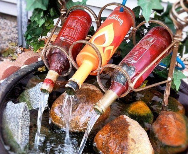 wasserspiele garten bilder flaschen steine eisen rahmen Garten - brunnen garten stein