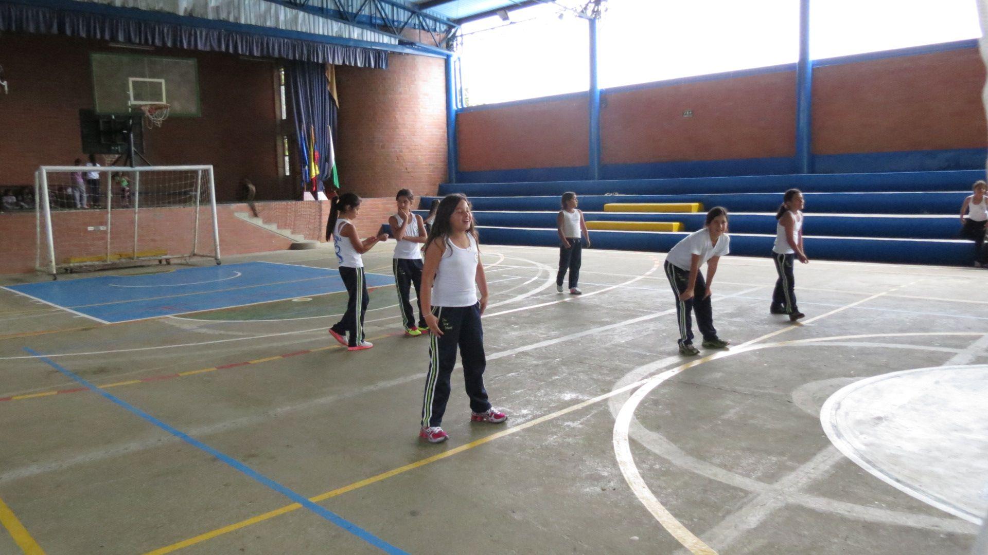 Equipo De Voleibol Femenino Durante Las Actividades