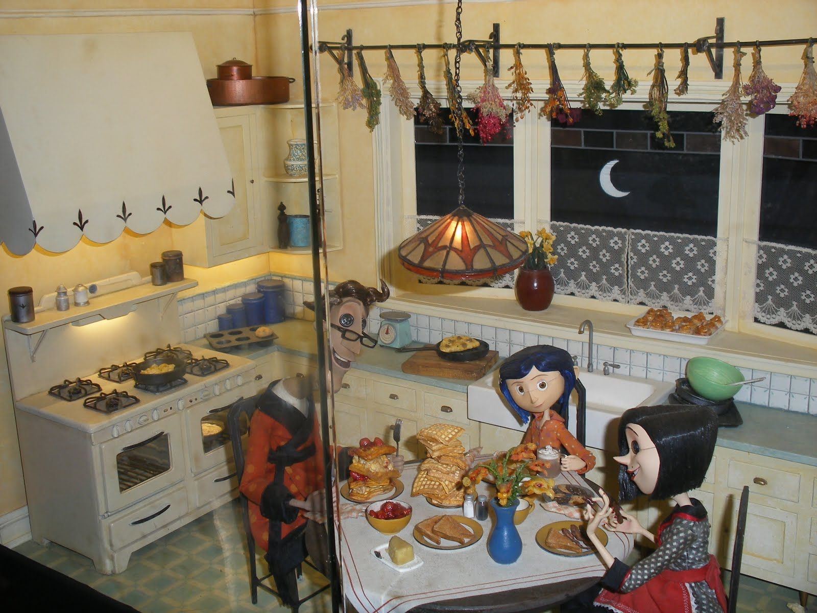 Pin By Melissa Powers On Esculturas Coraline Movie Coraline Coraline Aesthetic