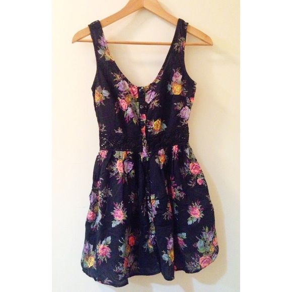 SALETOPSHOP Floral Dress A dainty floral dress for any occasion by TOPSHOP! Only used once, in excellent condition :) Topshop Dresses