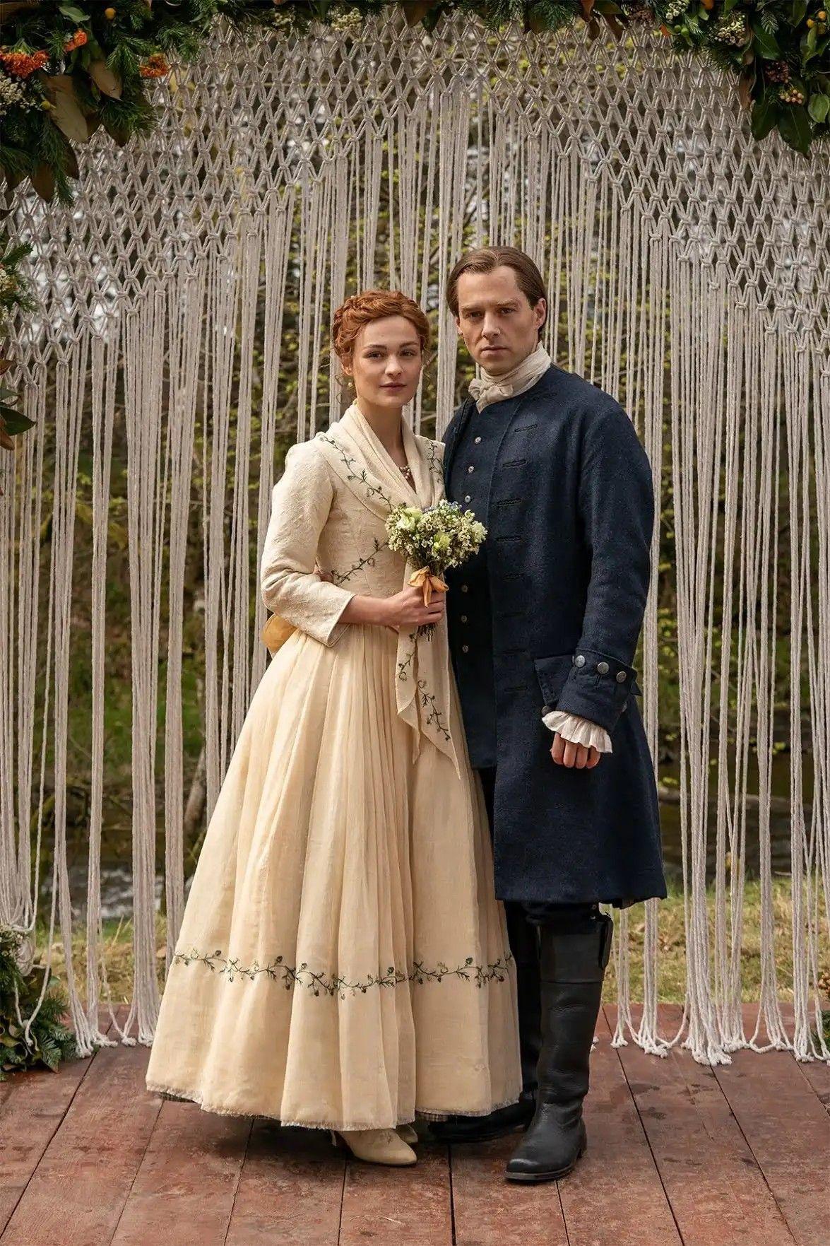 Brianna And Roger S Wedding Outlander Season 5 Outlander Wedding Outlander Costumes Wedding