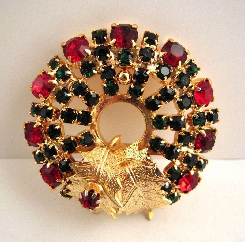 Vintage Rhinestone Christmas Wreath Brooch Pin Green