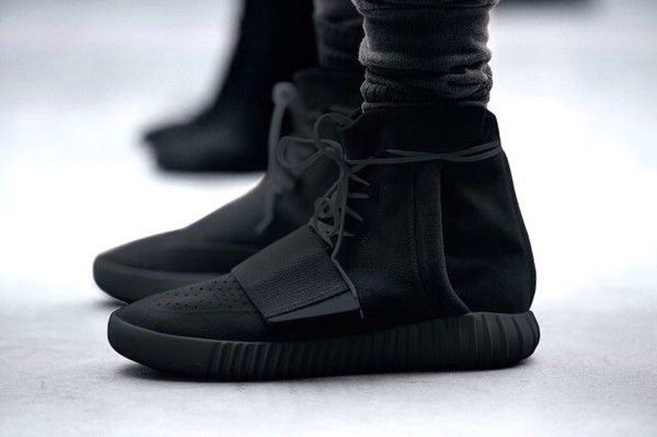 737fd2a41cb8c ADIDAS MENS YEEZY BOOST 750  TRIPLE BLACK  -BB1839 Amazon.com Price    1