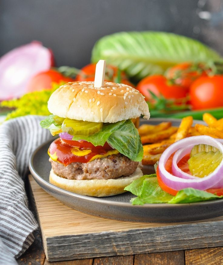 Just 5 ingredients and 20 minutes for these juicy Turkey Burgers - a healthy dinner that's lo... Just 5 ingredients and 20 minutes for these juicy Turkey Burgers - a healthy dinner that's low carb, high protein, and low calorie! Healthy Recipes | Zero Points Weight Watchers | Weight Watchers Meals | Ground Turkey Recipes,
