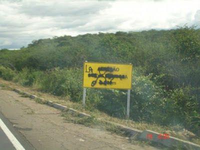 Pichações em placas têm causado transtornos aos motoristas em rodovias do Ceará: ift.tt/1NTuaM1